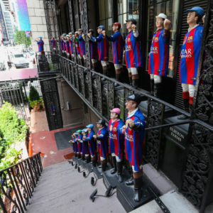 To celebrate its arrival in New York City,FC Barcelona(*client) dressed the jockeys in front of Manhattan's iconic 21Clubin#FCBarcelonajerseys.
