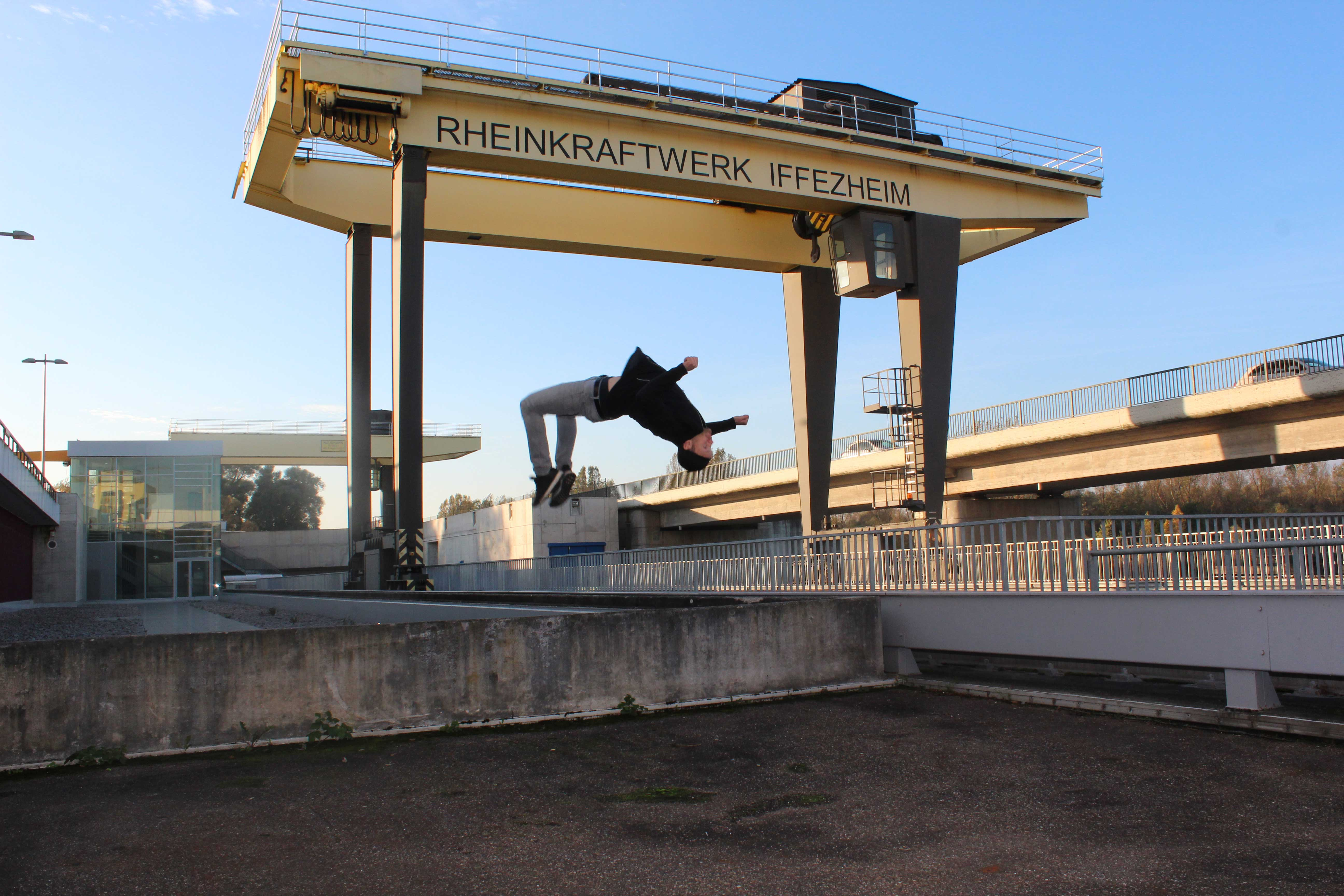 Ketchum Pleon worked with EnBW (*cl) to take photos of people performing parkour for their Instagram feed.